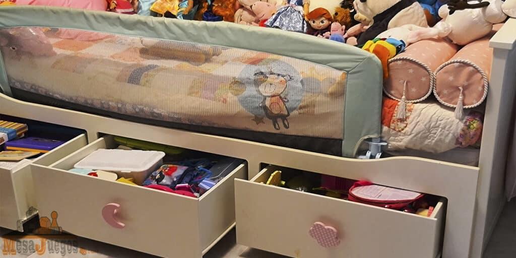 organizar juguetes en una habitación pequeña